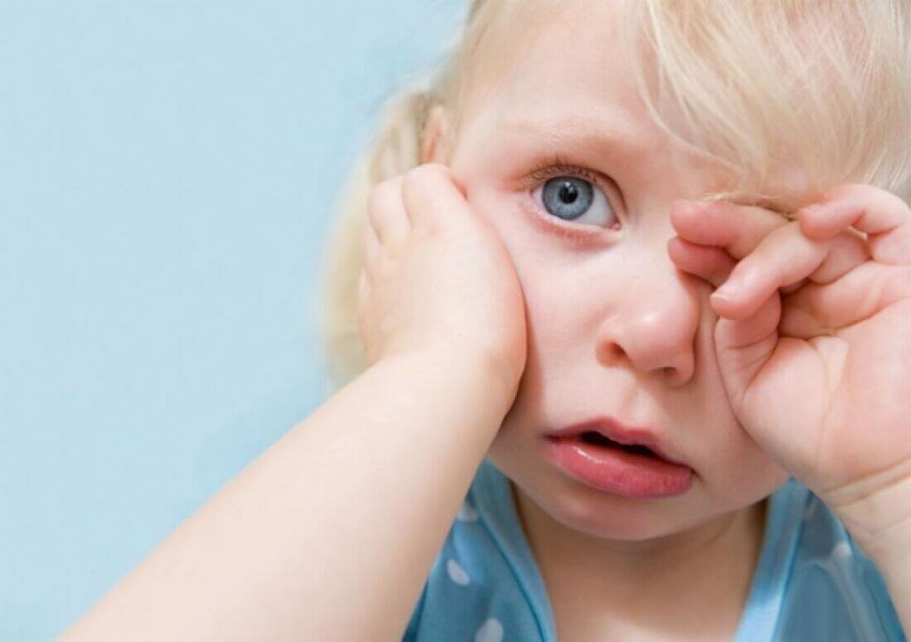 У ребенка ухо болит температура